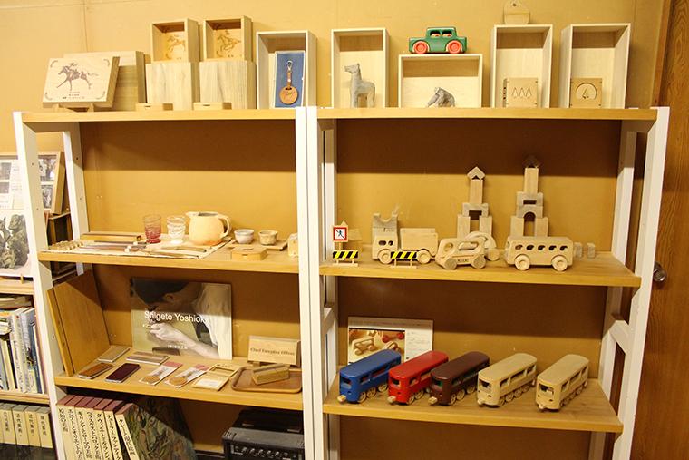 吉岡滋人さんの木工クラフト