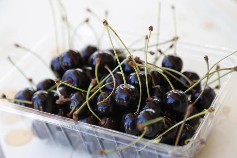 ツヤツヤとした果皮が美しい「パープル」