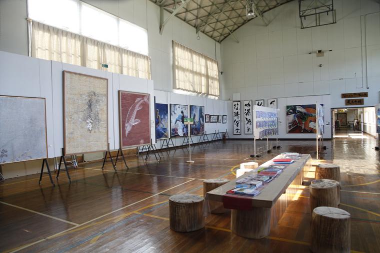 新城小学校の校舎を再利用して生まれた美術館です。