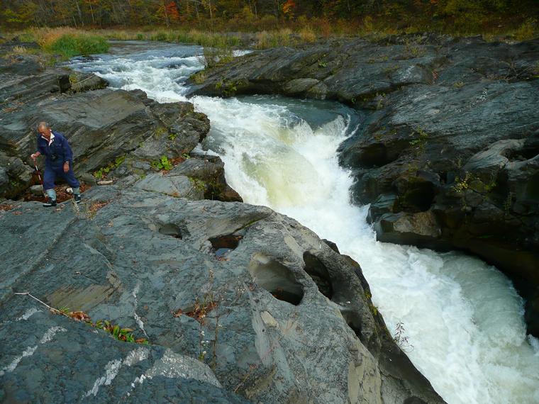 右岸からの滝壺周辺